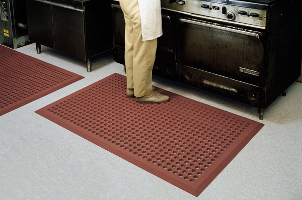 floor mat for kitchen comfortzone kitchen mats are anti fatigue kitchen mats by 7249